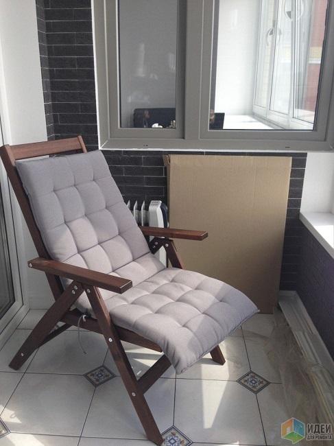 раскладное кресло для релакса на балконе