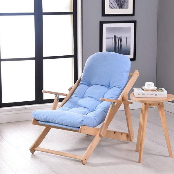 раскладное кресло на балконе