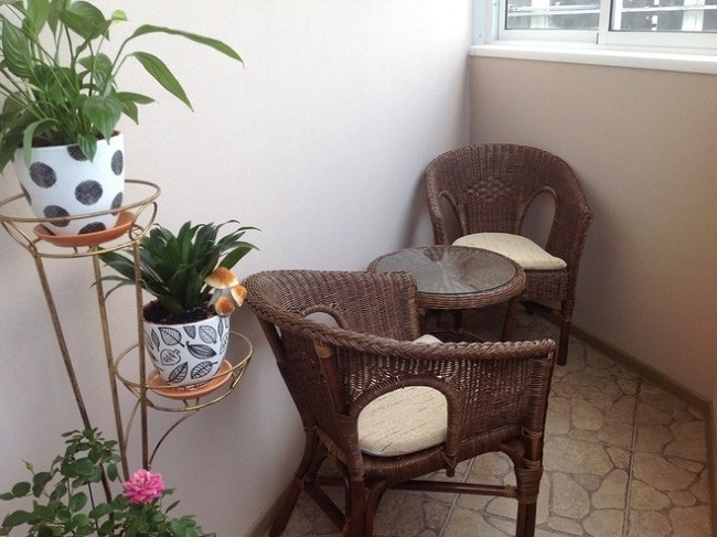плетеные кресла на балкон