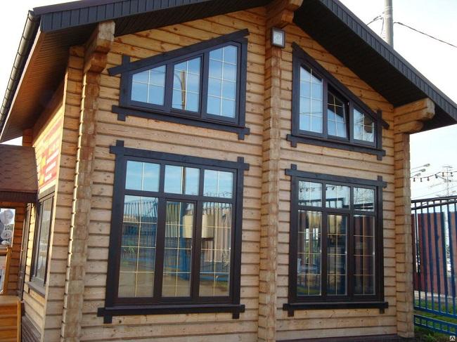 ламинированные окна в загородном доме