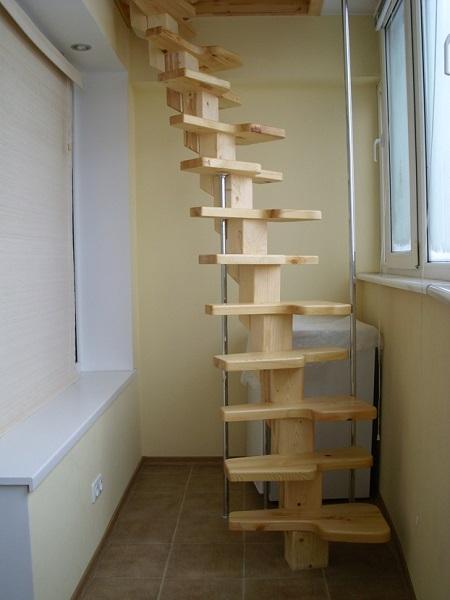 винтовая лестница вместо пожарной на балкон