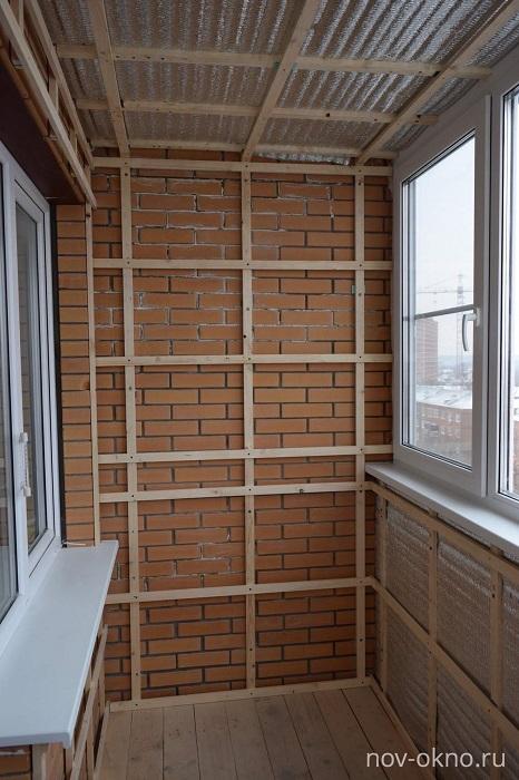 каркас из брусков на балконе