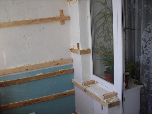 обрешетка на оконный проем балкона