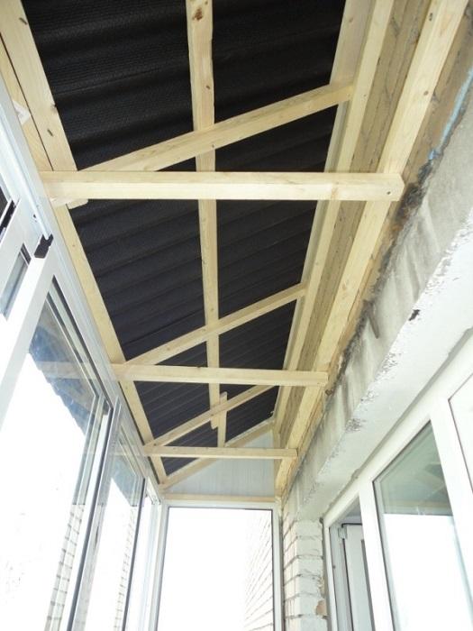 обрешетка на потолок балкона с козырьком
