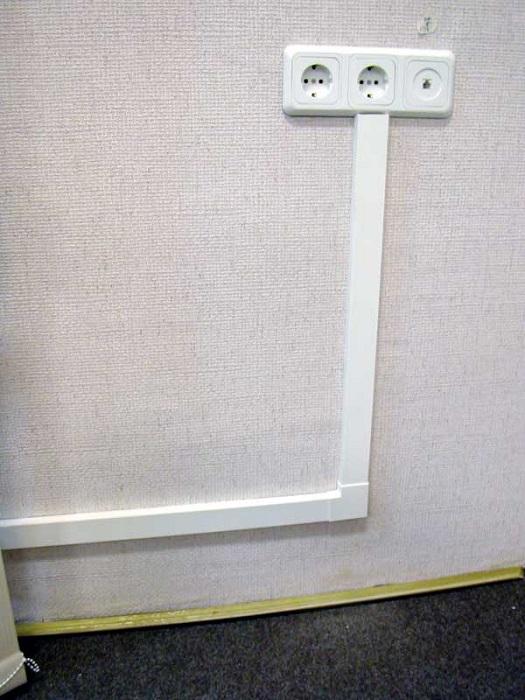 провод от розетки по кабель каналам на балкон