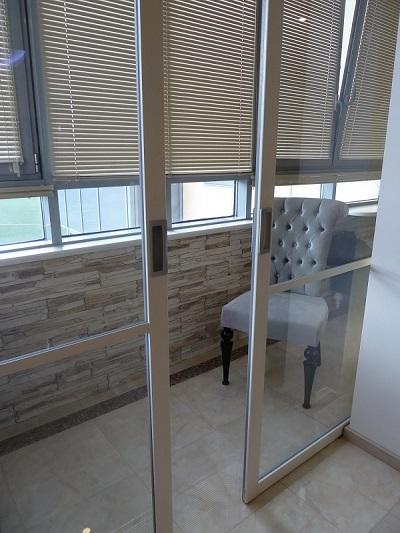 фото: раздвижные французские двери на балкон