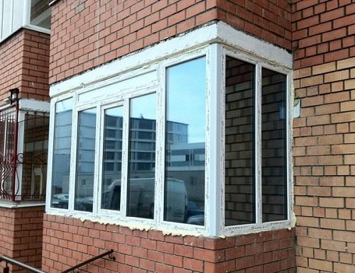 фото: тонировка балкона зеркальной пленкой