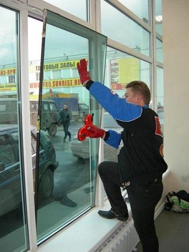 фото: тонировка балкона и лоджий зеркальной пленкой