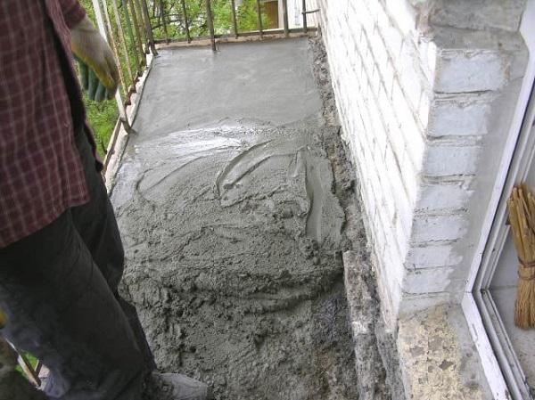 фото: мокрая стяжка для балкона