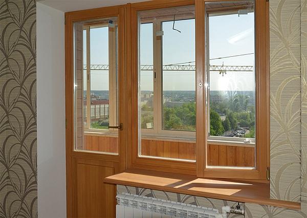 фото: деревянная балконная дверь