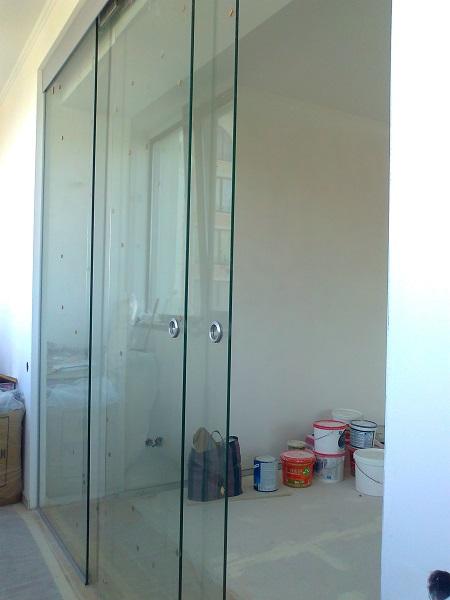 фото: стеклянная балконная дверь
