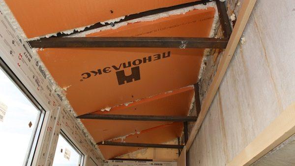 монтаж пеноплекса на крышу балкона