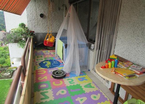 кроватка манеж на балконе