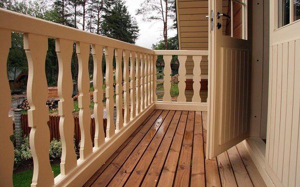 деревянные перила на балкон