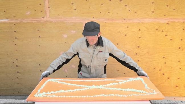 На что клеить пеноплекс к потолку