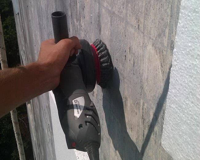 зачищаем стены под пеноплекс