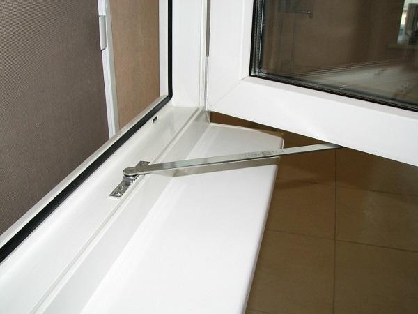 ограничитель поворота пластикового окна