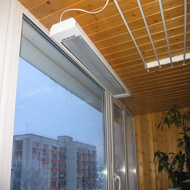 Потолочный инфракрасный обогреватель на балкон