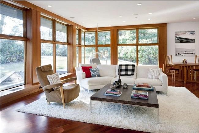 ламинированные окна в пол в интерьере загородного дома