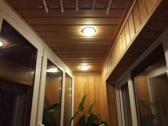 точечные светильники на балкон