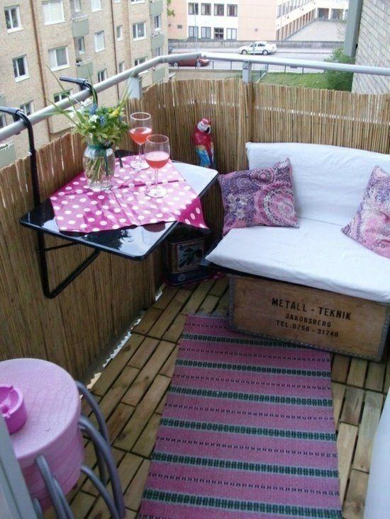 фото: немного мебели в лоджию