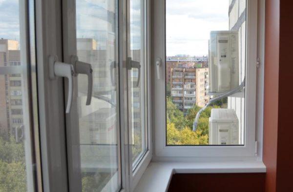 фото: пластиковые окна на балконе