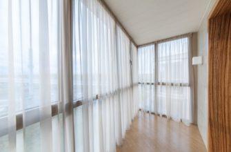 простые занавески на балкон