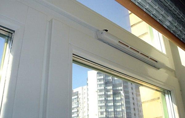 фото: воздушный клапан на пластиковые окна