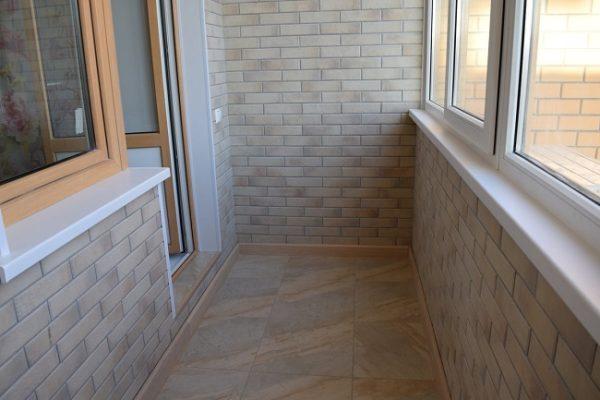 плитка под кирпич на балконе