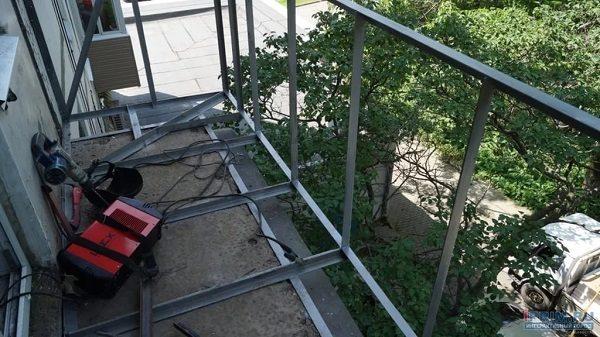 фото: расширить балкон по основанию плиты