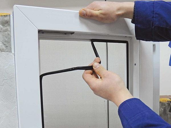 снятие уплотнителя пластикового окна