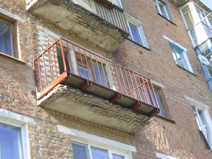 укрепление балконной плиты и возведение новой конструкции