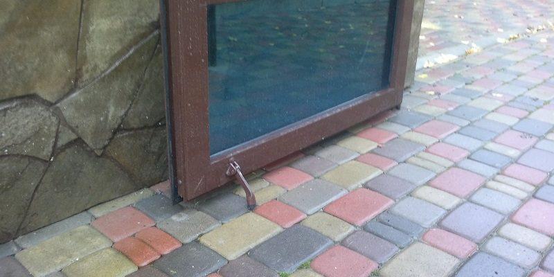 фото: фиксатор для двери