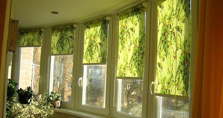 фото: рулонные шторы на лоджии