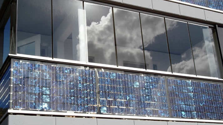 фото: солнечные батареи на балконе