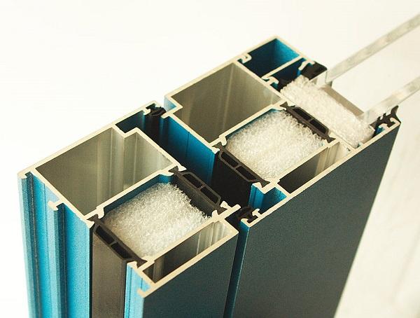 Тёплые стеклопакеты из алюминия термовкладками