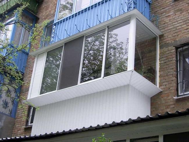 алюминиевое остекление на балкон с выносом