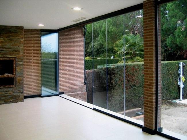 безрамные окна в пол в частном доме
