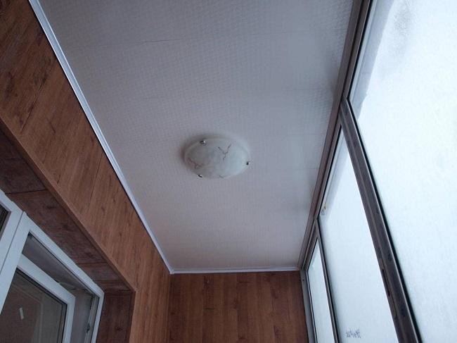 потолочный светильник на балкон