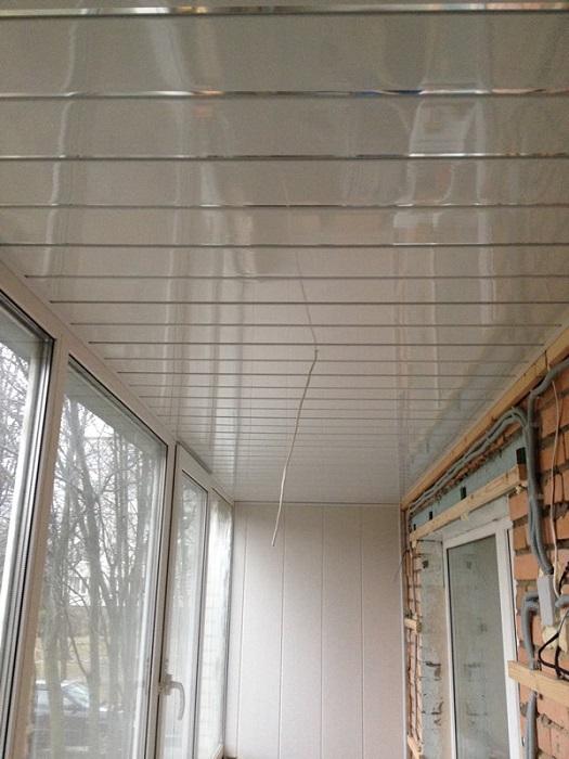скрытая проводка под обшивкой балкона
