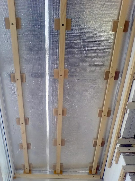 обрешетка потолка балкона