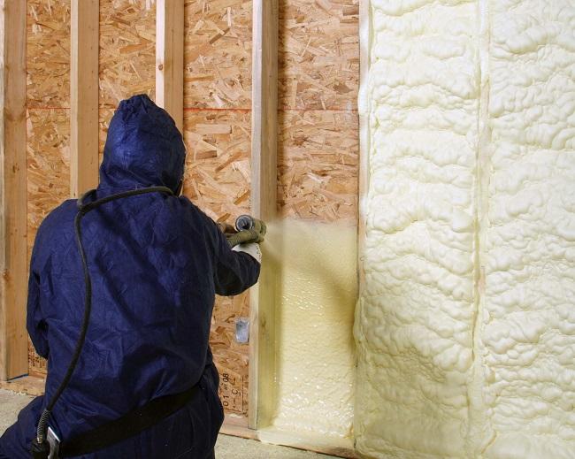 напыление ппу на стену