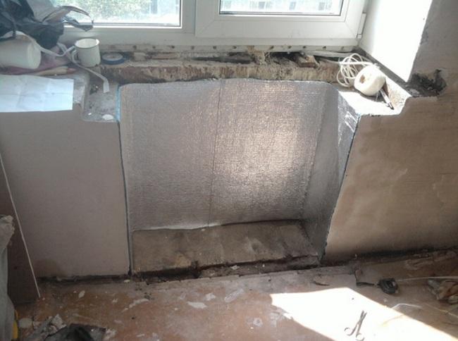 утепляем холодильник под окном изолоном