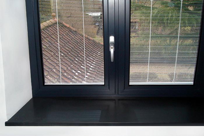 серебряные ручки к черным окнам