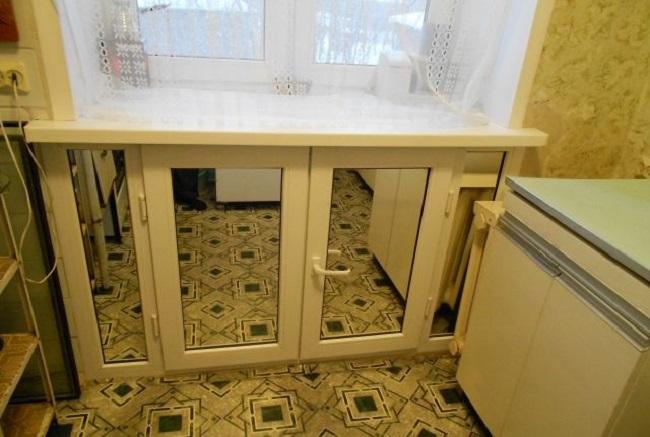 хрущевский холодильник с зеркалами на дверцах