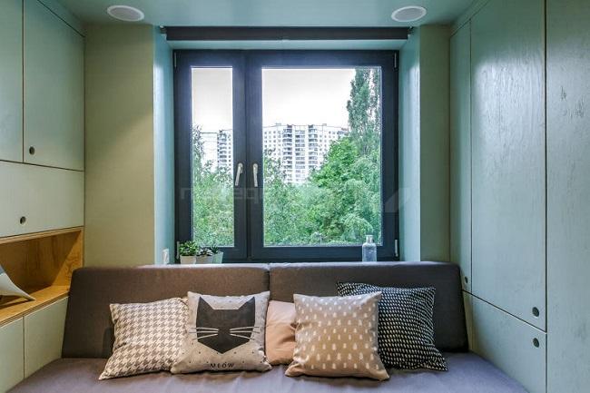 черные окна с зеленым в интерьере квартиры