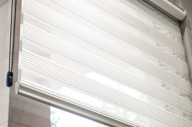 из чего сделаны рулонные шторы день ночь