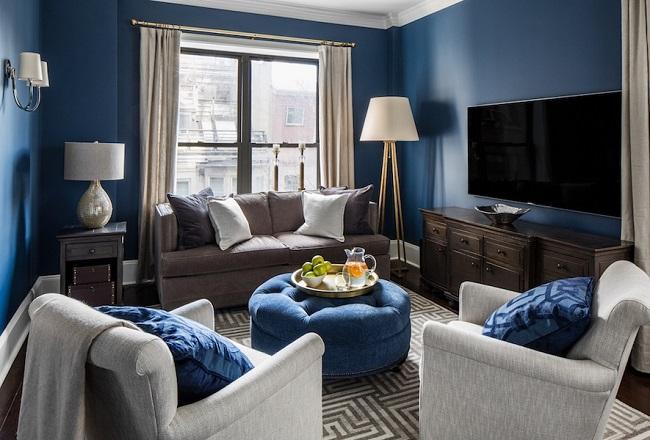 черные окна с синим в интерьере квартиры