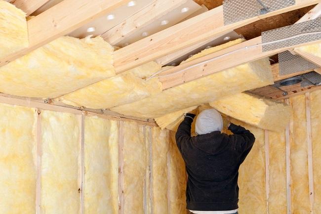 утепление потолка деревянного дома минватой