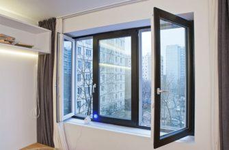 интерьер квартиры с черными окнами